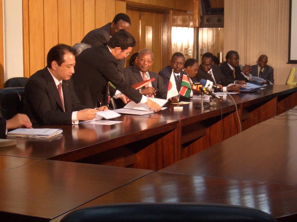 ケニア・ナイロビでケニア政府大臣との協議参列 2008.09.08-16 政民合同貿易投資促進視察団