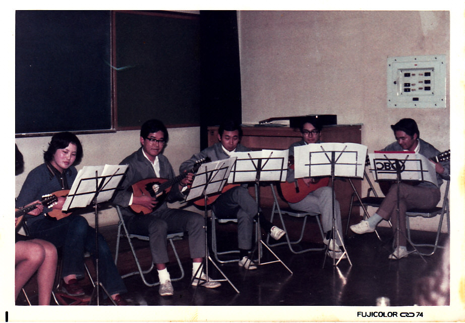 研究所内ギターマンドリンクラブ Guitar and mandolin group in Technical Institute
