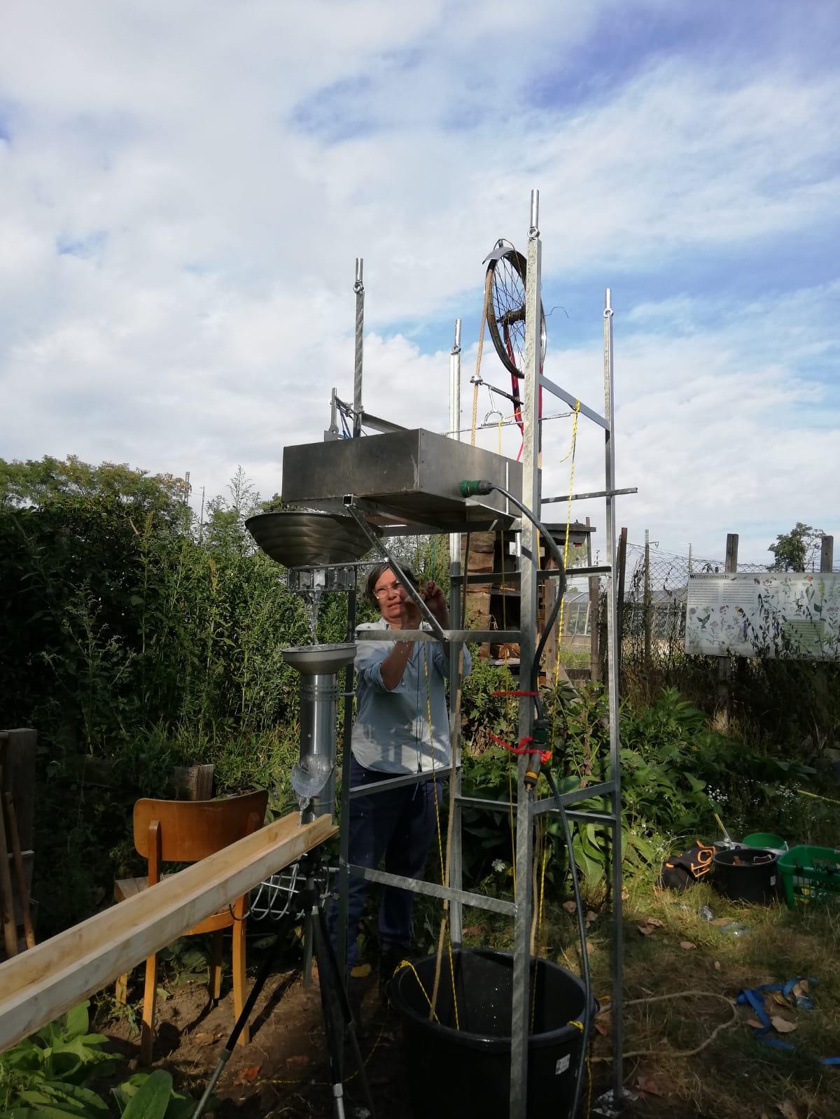 Wasserfördervorrichtung_kinetische Skulptur_2019_Eisen, Aluminium,Seil_260 x 110 x 110_Ellen Muck, Britta Frechen_2019