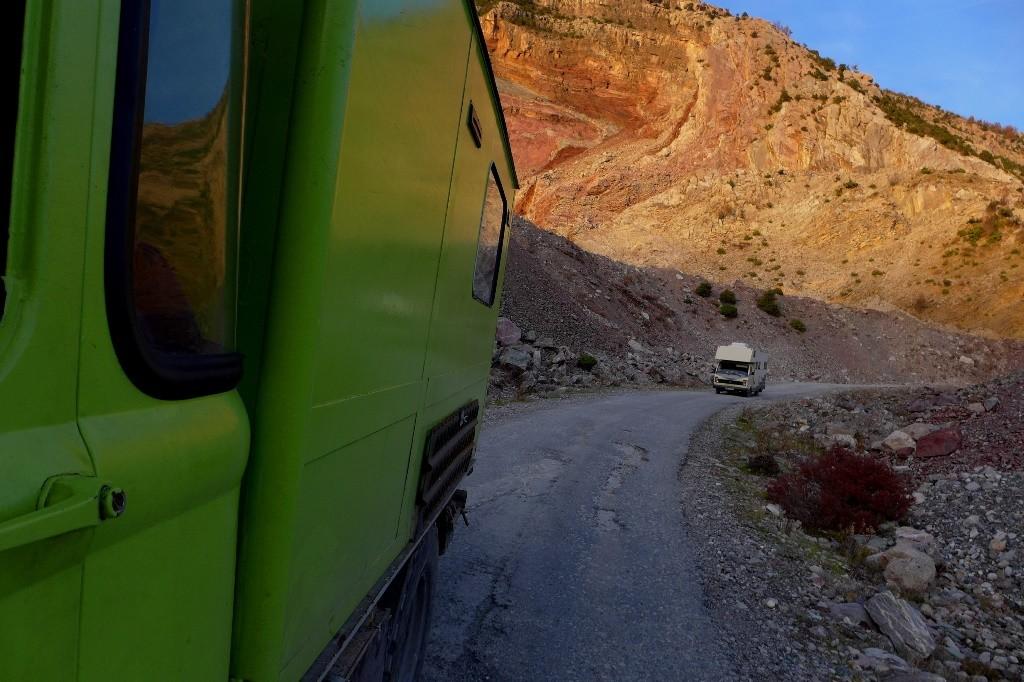 Die meisten Feldwege sind besser als die Straße zum See. Da heißt es langsam machen.