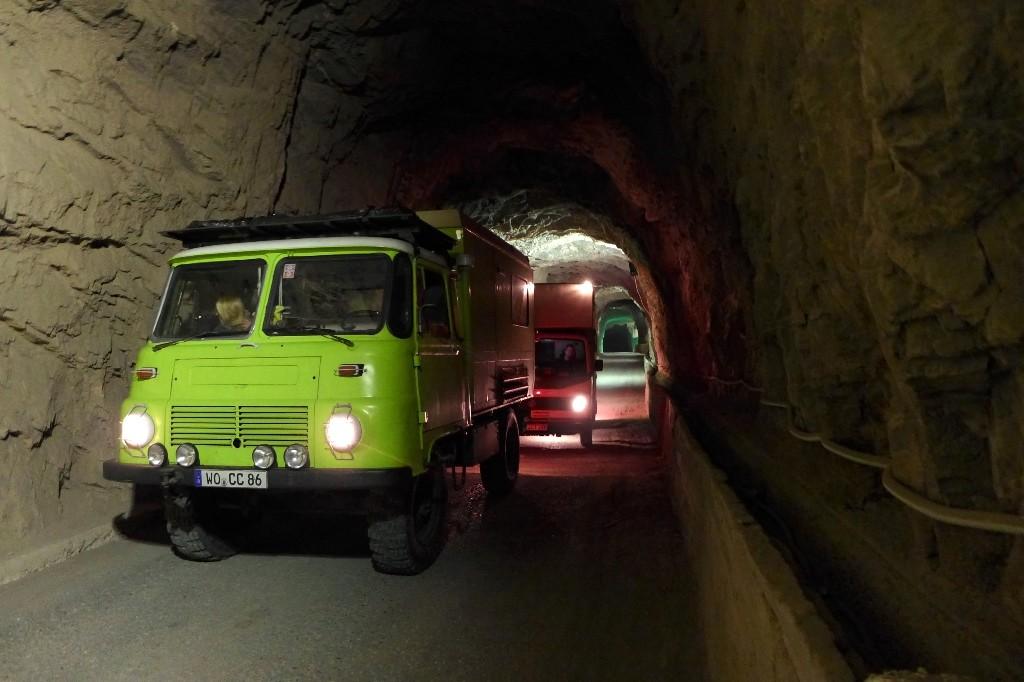 Zurück durch den wirklich engen Tunnel. Entgegenkommen durfte uns da niemand.
