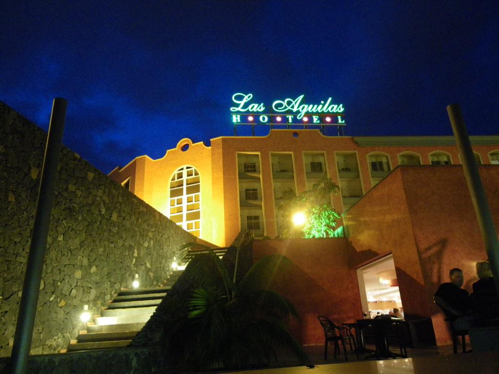 Hoch über Puerto de La Cruz thront das Hotel Las Aguilas