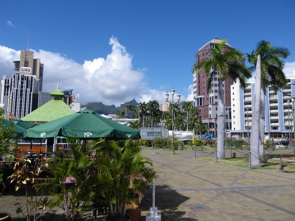 """Port Louis - quirlige Inselhauptstadt mit der berühmten """"Blue Penny"""" Briefmarke - unbedingt anschauen!"""