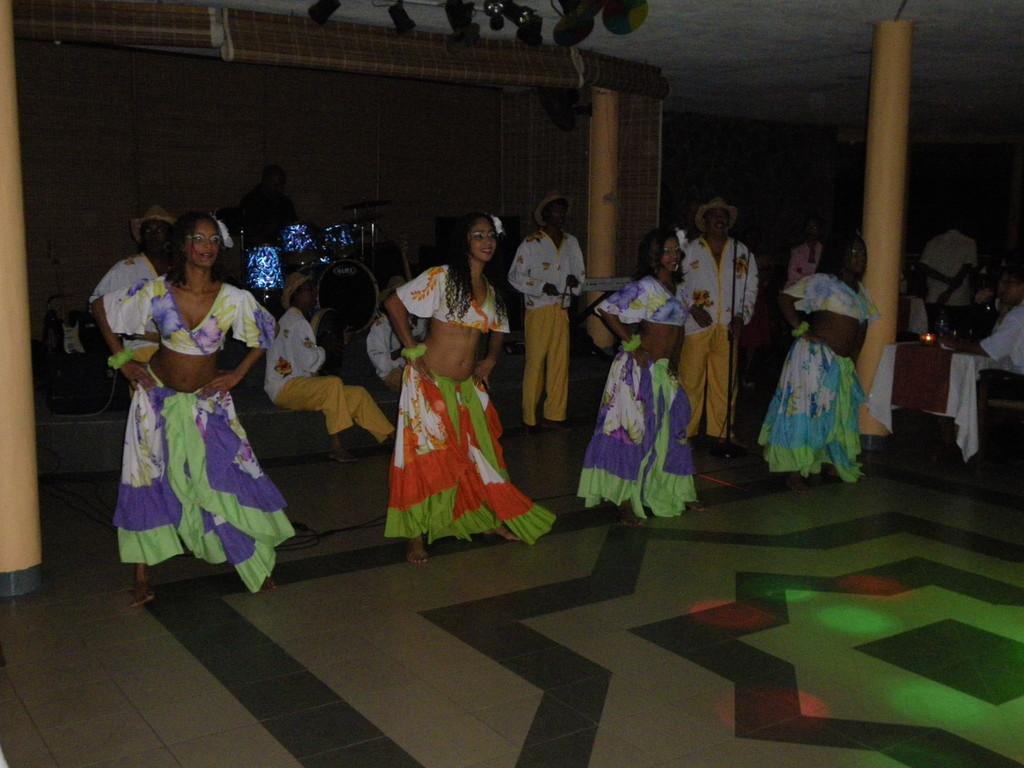 Sega - der Volkstanz auf Mauritius und die Tänzerinnen ein optischer Genuss