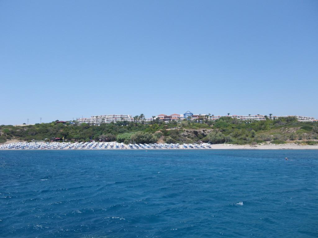 Der Strand vor dem Hotel - zwar nur über eine Treppe zu erreichen, dafür wunderschön