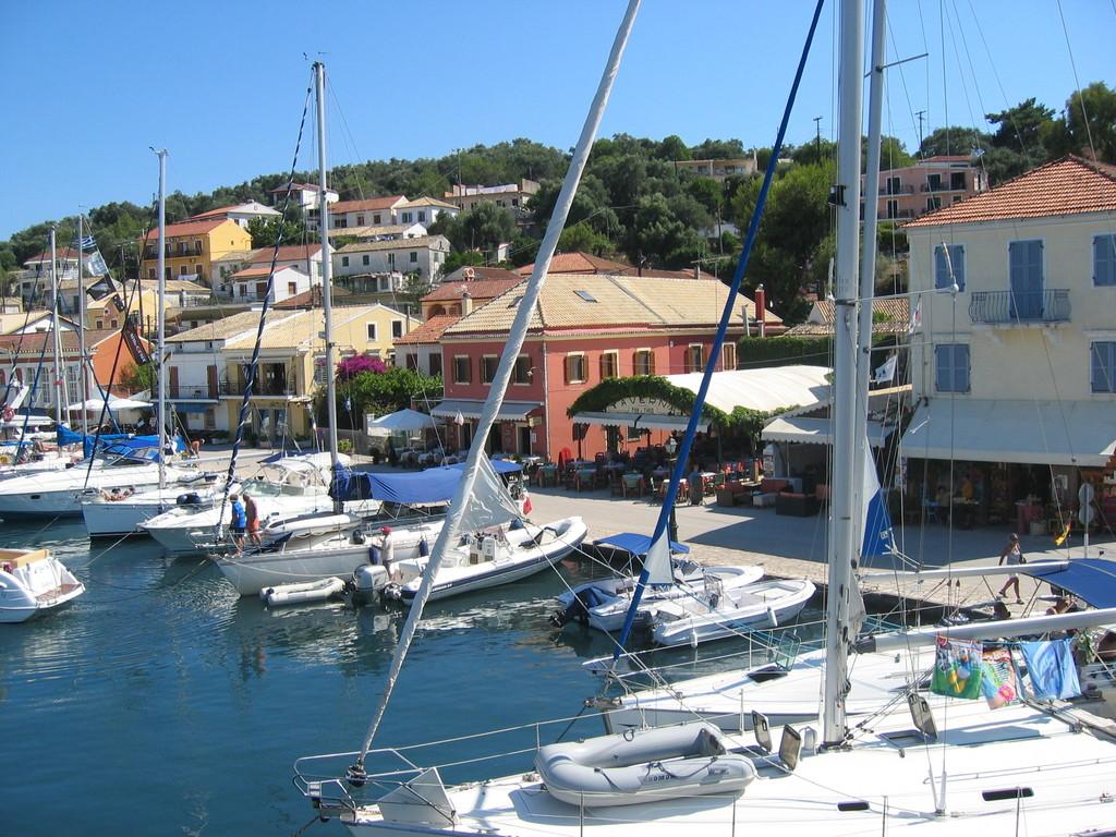 Paxos - Hafen