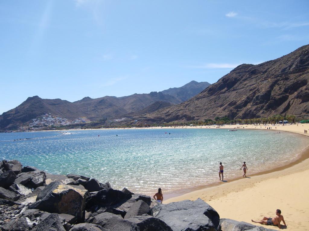 """Viele Schiffsladungen feinster Saharasand bilden den """"Karibikstrand von Teneriffa"""""""