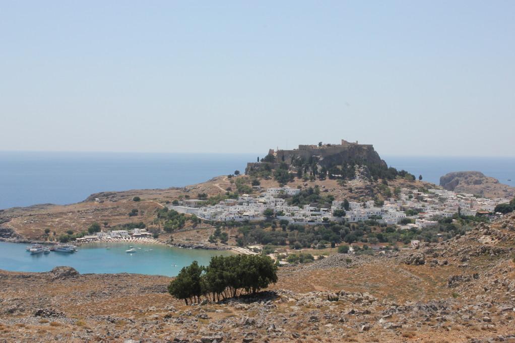 Die Akropolis trohnt hoch über Lindos