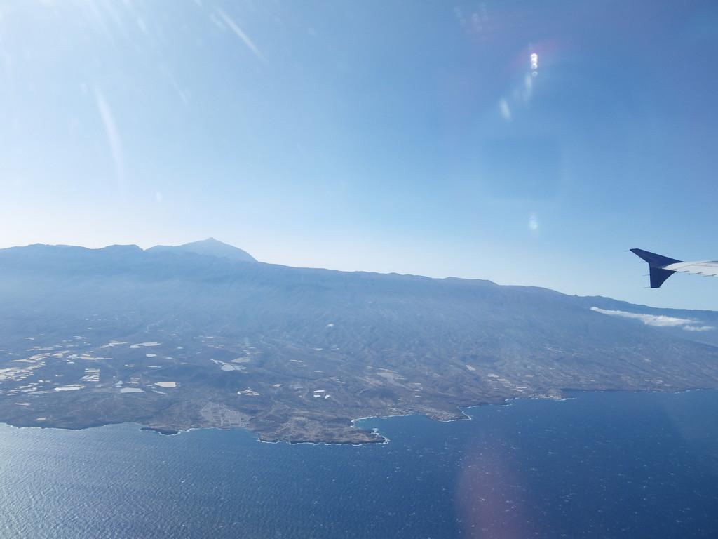 Unverkennbar selbst aus dem Flugzeug zu erkennen - El Teide mit seinen 3718 m Höhe
