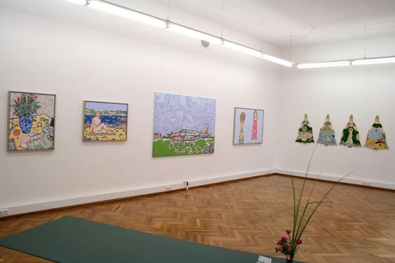 Moritz Götze,  Viele Welten-Tortenschlachten, Ausstellungsansicht Brunnhofer Galerie, 2009
