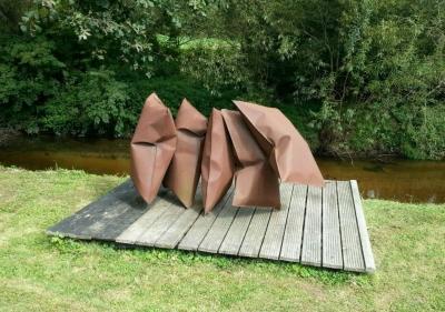 Thomas Kühnapfel, Ausstellungsansicht Skulpturengarten Brunnhofer Galerie
