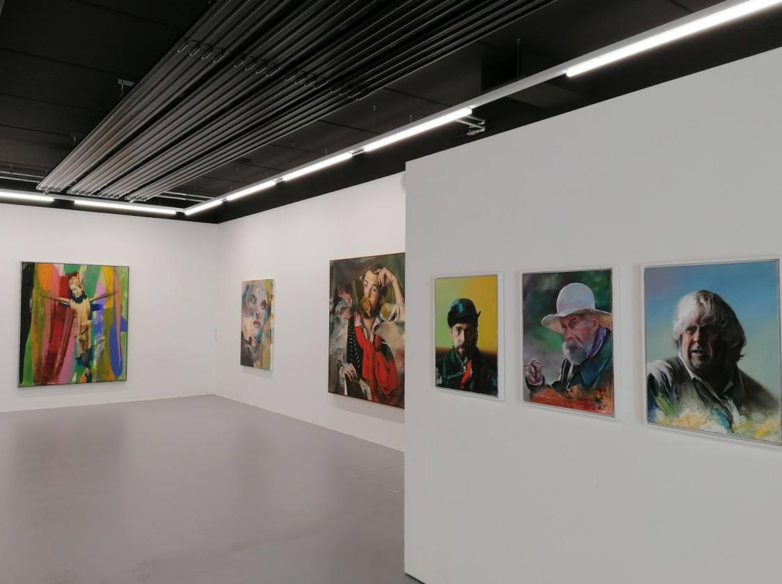 """Ausstellungsansicht, """"Bilder über Bilder"""""""
