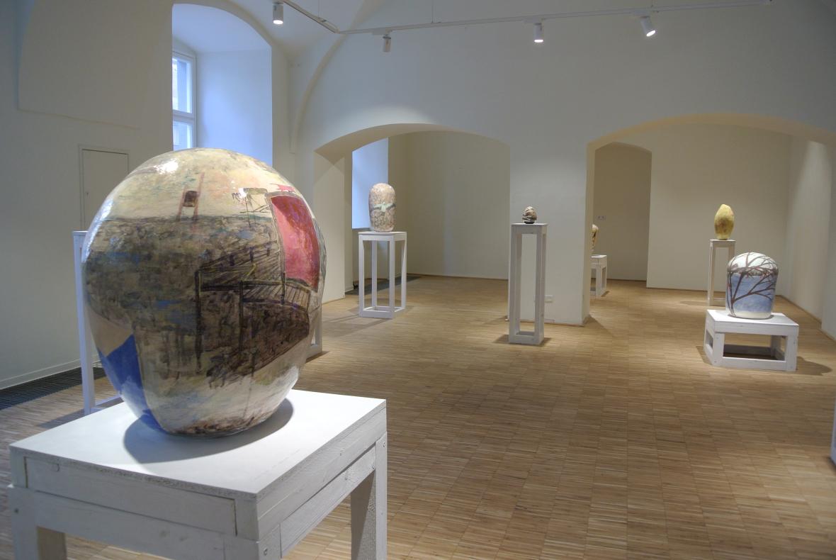 """Ausstellungsansicht, Oktavia Schreiner, """"Vermessung und Gewicht"""", Universitätsgalerie - Linz"""