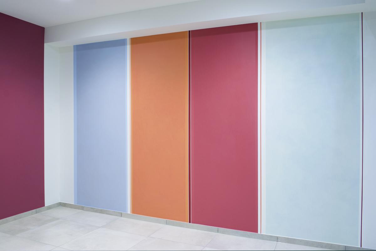 Elisabeth Sonneck, Red Values, 2016, Dispersionsfarbe auf 2 Wänden, Arbeiterkammer Jägermayrhof, Linz
