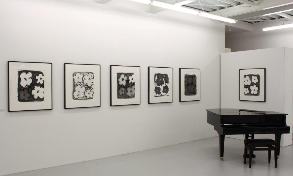"""Ingolf Timpner, Aus der Serie """"Flowers"""", Ausstellungsansicht Brunnhofer Galerie"""