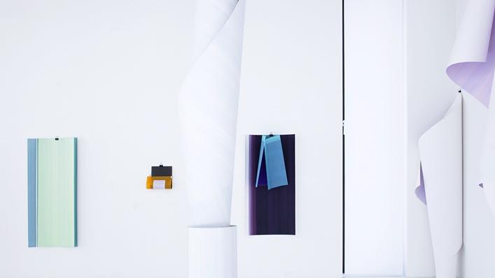 Elisabeth Sonneck, Rollbild6, rocailleréversible / Öl auf Papier, 9 Bahnen je 1.10 x 5.00 m, foldback clips, Brunnhofer Galerie, Linz (A), 28.6. - 1.8.2015