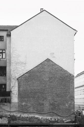 Eva-Maria Raab, Schattenfassade, Fotografie auf Baryt-Papier, 87 x 62 cm