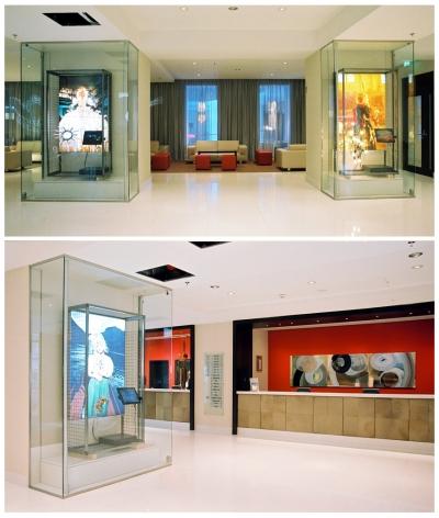 """""""Irrlichter"""", Installation von vier Vitrinen im Foyer des Le Meridien, Wien, 2003"""