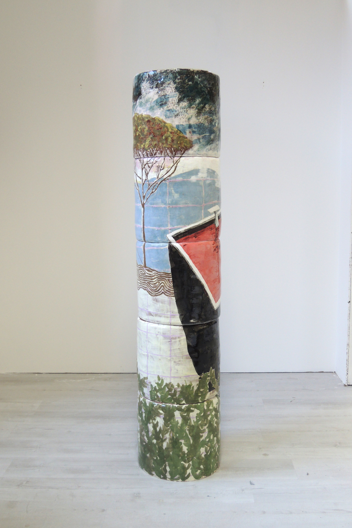 "Oktavia Schreiner, ""Hausberg"", Keramik, 180 x 40 x 40 cm"