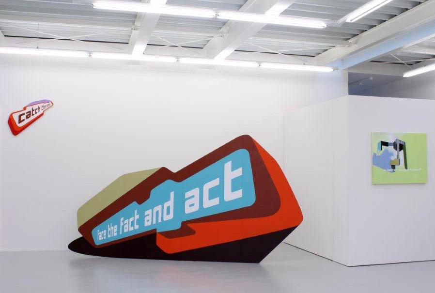 """""""Upcycling Society"""", Lucia Dellefant, Ausstellungsansicht Brunnhofer Galerie, 2014"""