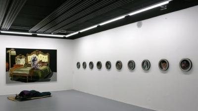 Deborah Sengl, Ausstellungsansicht Brunnhofer Galerie