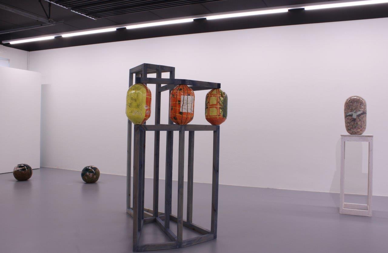 """Ausstellungsansicht, Oktavia Schreiner,  """"Der Einfall der Dinge"""", Brunnhofer Galerie"""