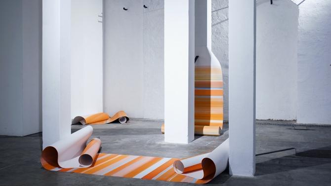 Elisabeth Sonneck, Rollbild39 YL Zwischenablage | 3x Öl auf Papier je 110 x 1000 cm, 4 Bandeisen je 110 x 5 cm, E-Werk, Freiburg, 6.4. - 6.5.2018