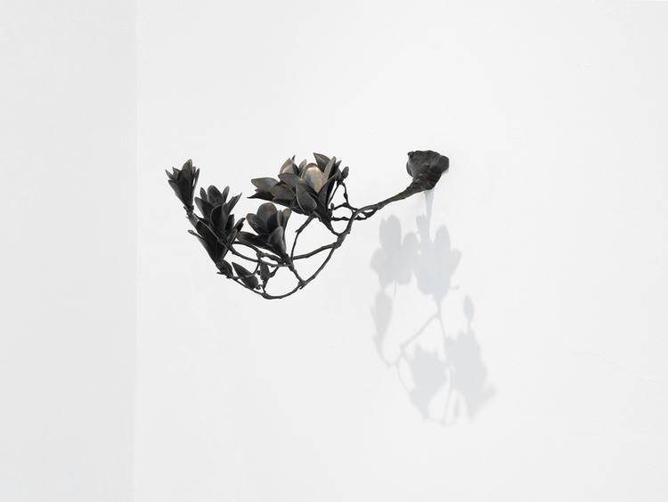 Richard Stone,   in the shade of the magnolias, bronze, patina, 190x30x65cm