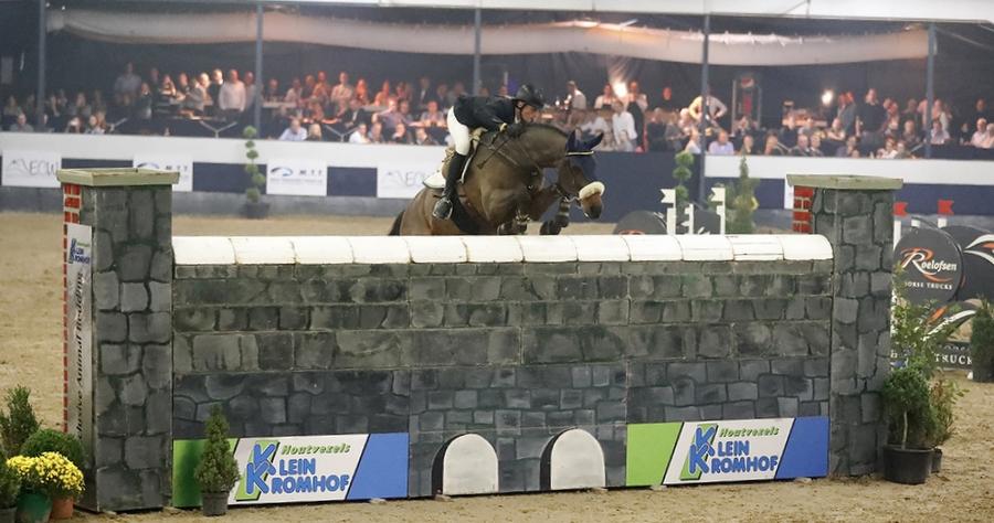 Mark van den Top en Diabolo sprongen als enige foutloos over de 2.10m hoge muur. Foto FotoTrailer