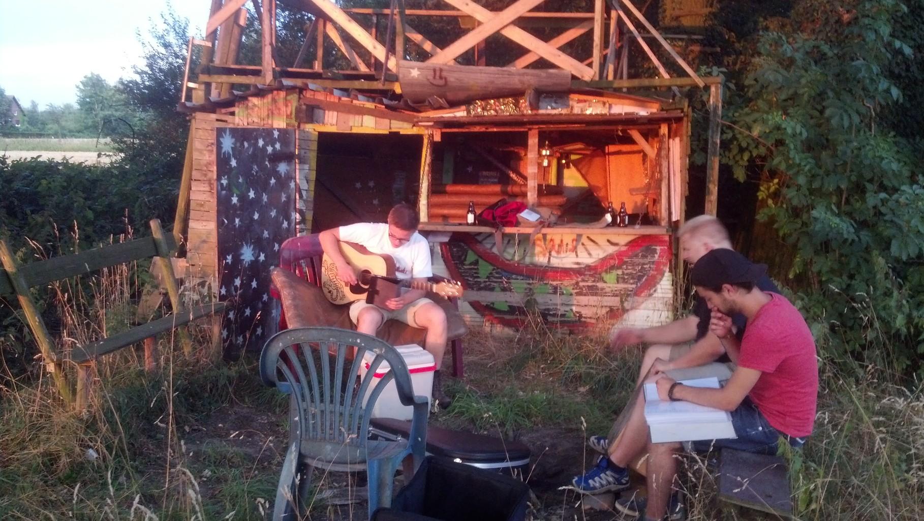 05.08.2013 - unsere erste Probe bei Lagerfeuer und Bier