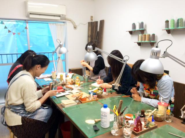 東京 レザー 学校