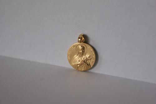 Médaille métal doré, Ste Thérèse.