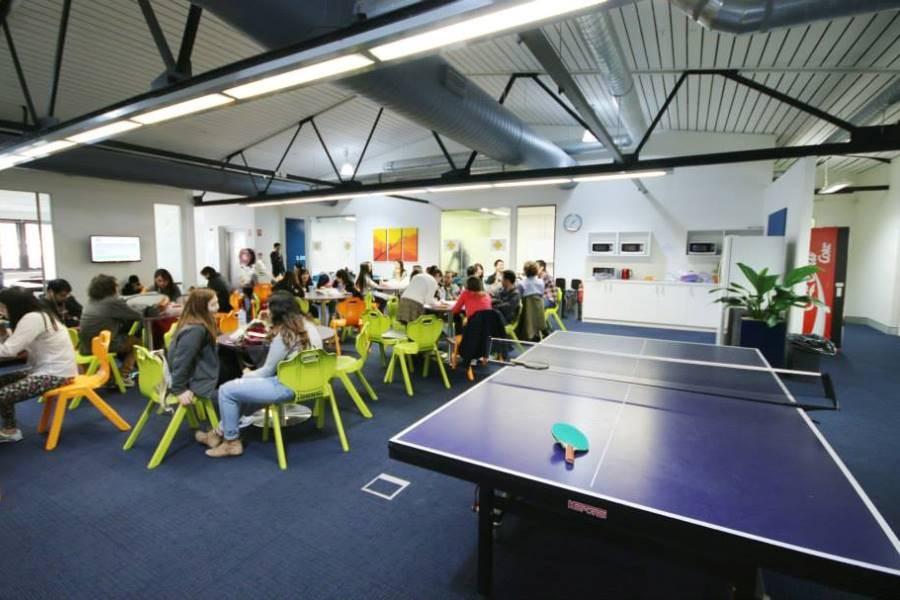 ラングポーツ・イングリッシュ・ランゲージ・カレッジ(シドニー校) 娯楽室 卓球台完備