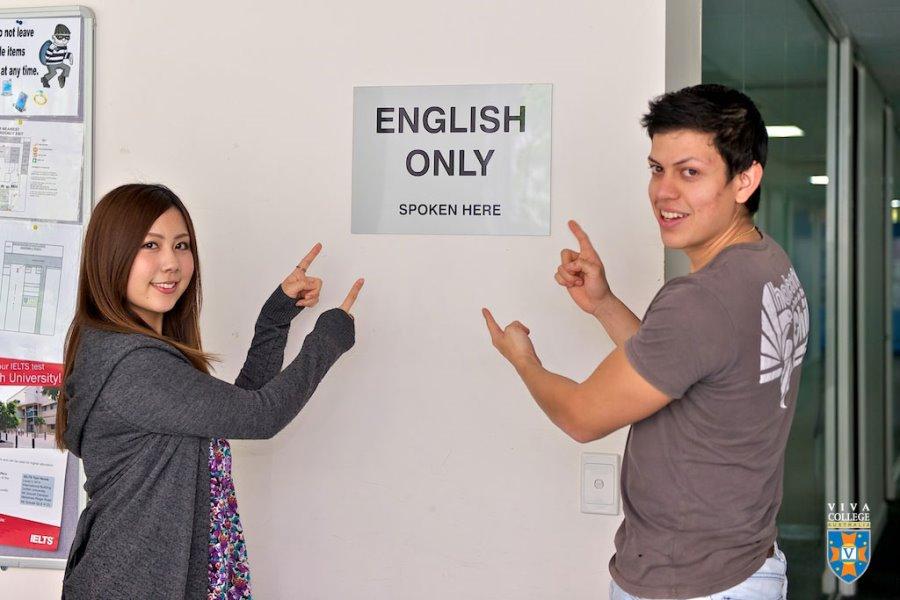 """ビバ・カレッジ """"English Only"""" ポリシー"""