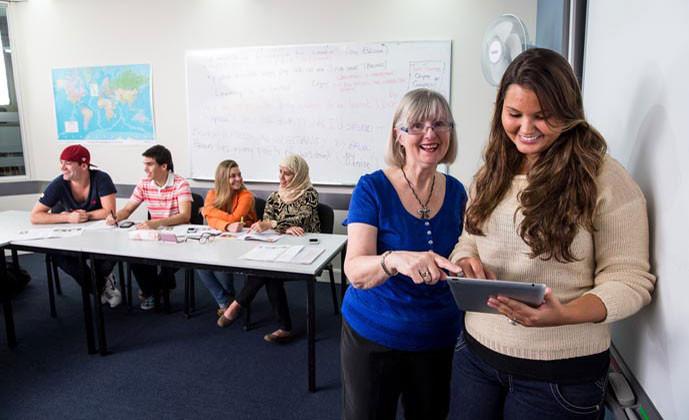 エンバシー・イングリッシュ(サーファーズパラダイス校) 授業は少人数制で行われています