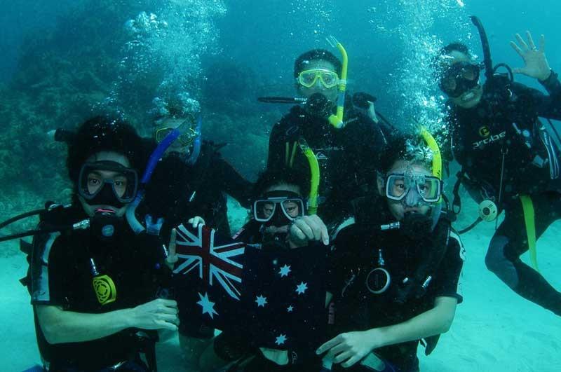 ケアンズ・ランゲージ・センター Great Barrier Reefでダイビング