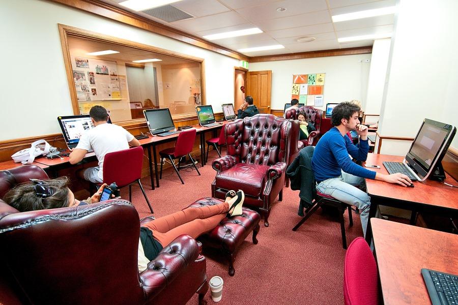 シャフストン・インターナショナル・カレッジ(ゴールドコースト校) 生徒は自由にPCを使えます