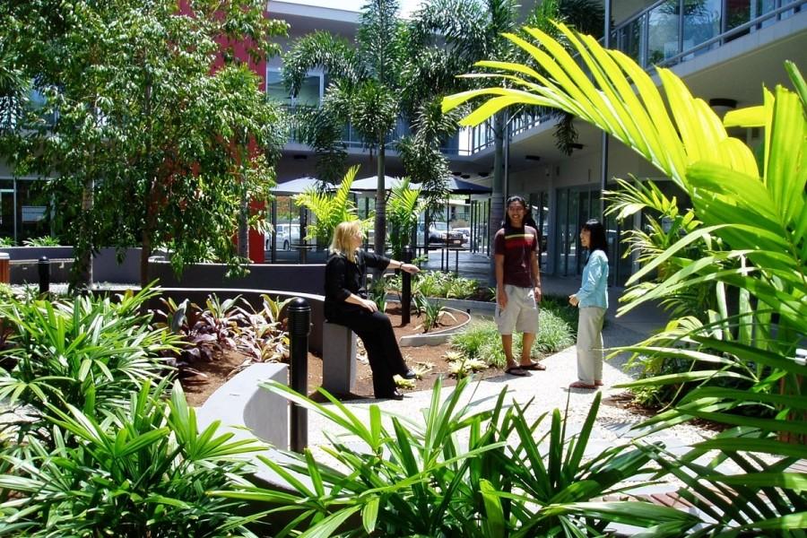 ウィットサンデーズ・カレッジ・オブ・イングリッシュ 学校の中庭