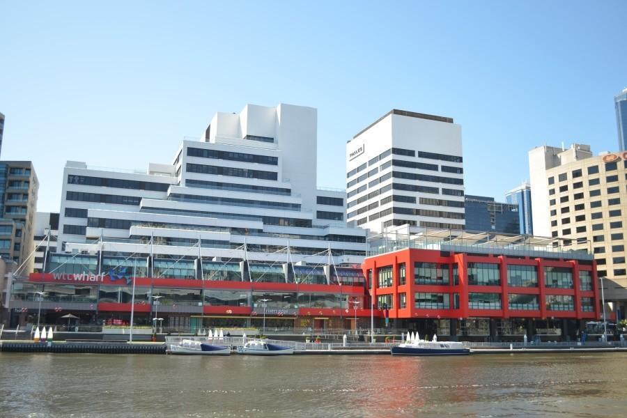 SACE メルボルン 学校はメルボルン ヤラ川沿いにあります。