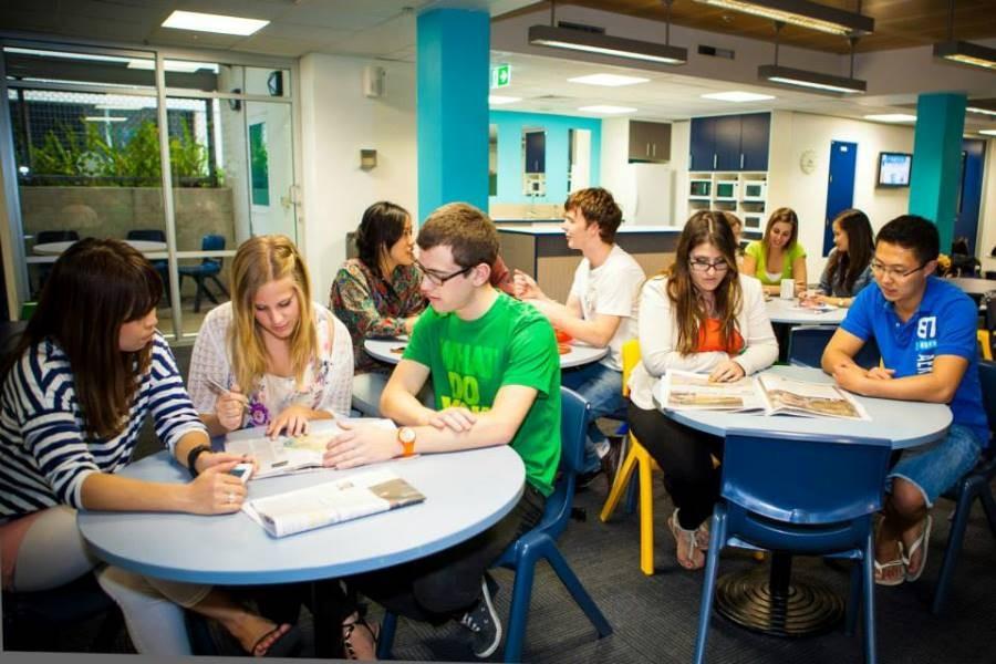 ラングポーツ・イングリッシュ・ランゲージ・カレッジ(ブリスベン校) 留学生たちの自習の時間
