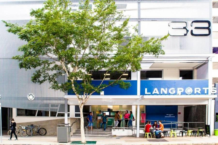 ラングポーツ・イングリッシュ・ランゲージ・カレッジ(ブリスベン校) 学校正面玄関