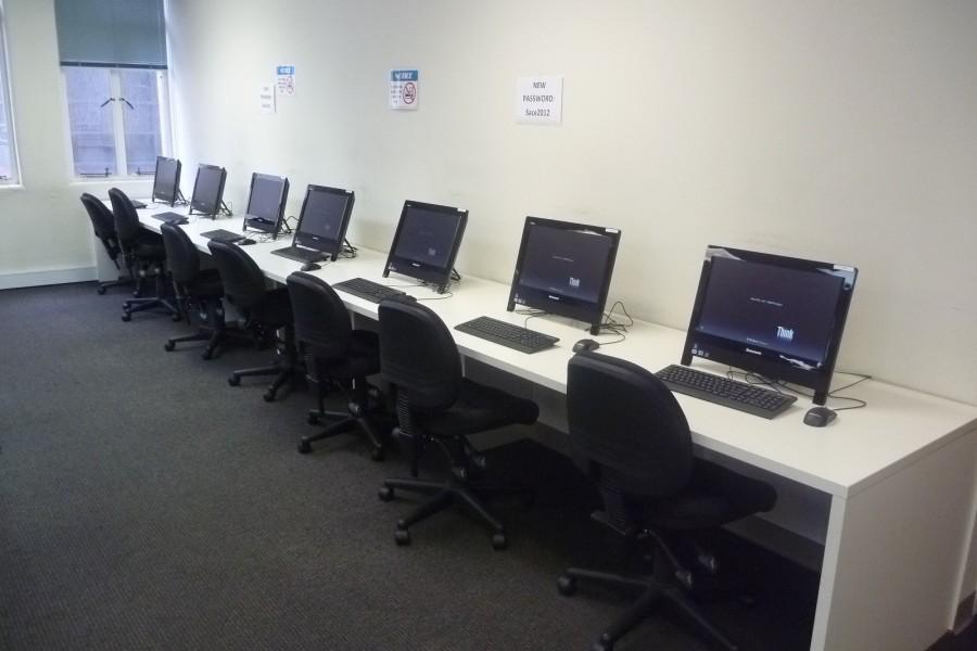 SACE アデレード コンピュータールーム