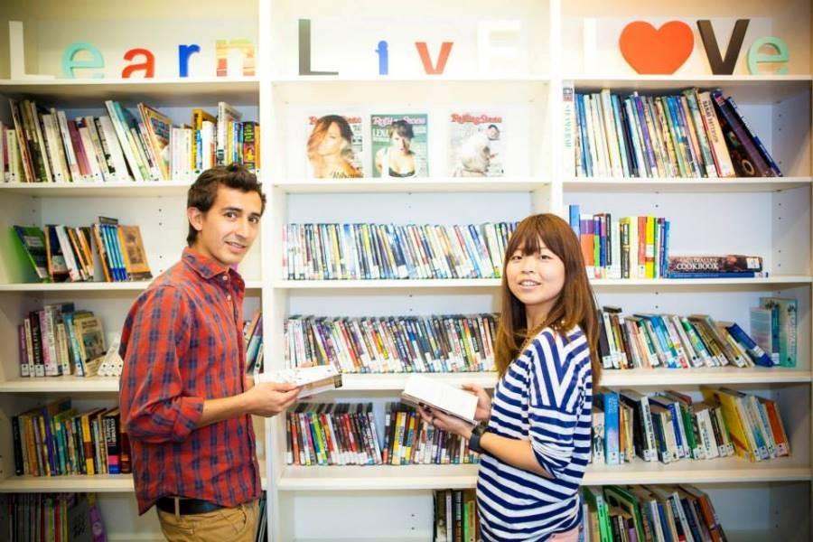 ラングポーツ・イングリッシュ・ランゲージ・カレッジ(ブリスベン校) 図書室 生徒は無料で借りられます