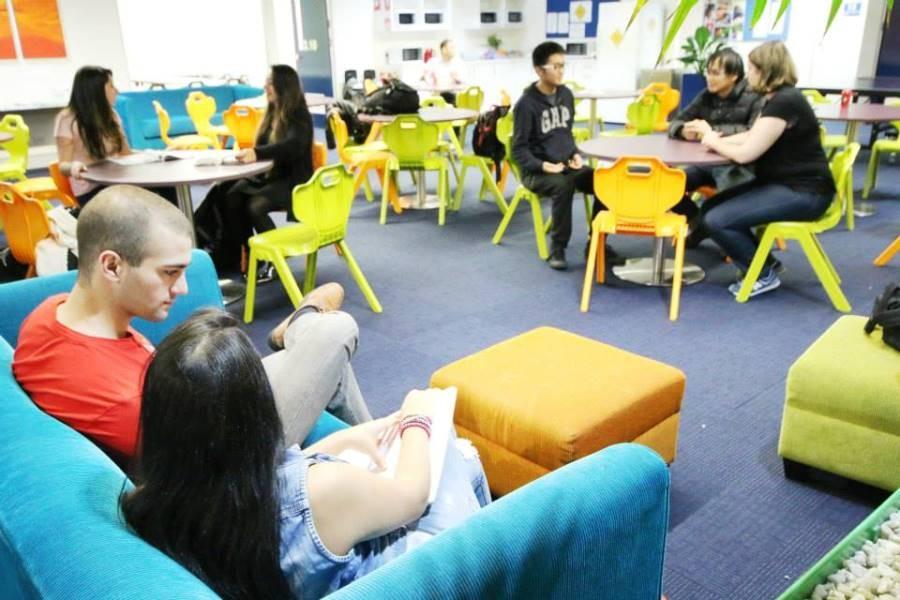 ラングポーツ・イングリッシュ・ランゲージ・カレッジ(シドニー校) 広々としたラウンジルーム