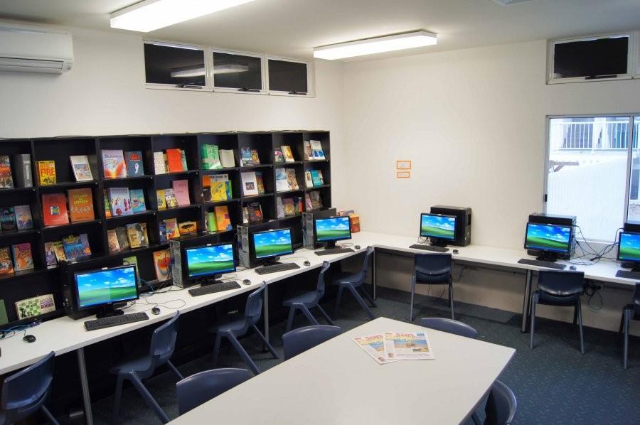 サン・パシフィック・カレッジ コンピュータールーム