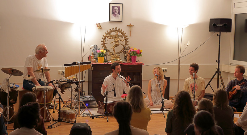 Beim Konzert mit Sundaram in München
