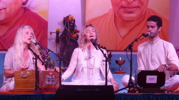 Konzert in der Yoga - Villa Gensingen mit Gopi und Devadas