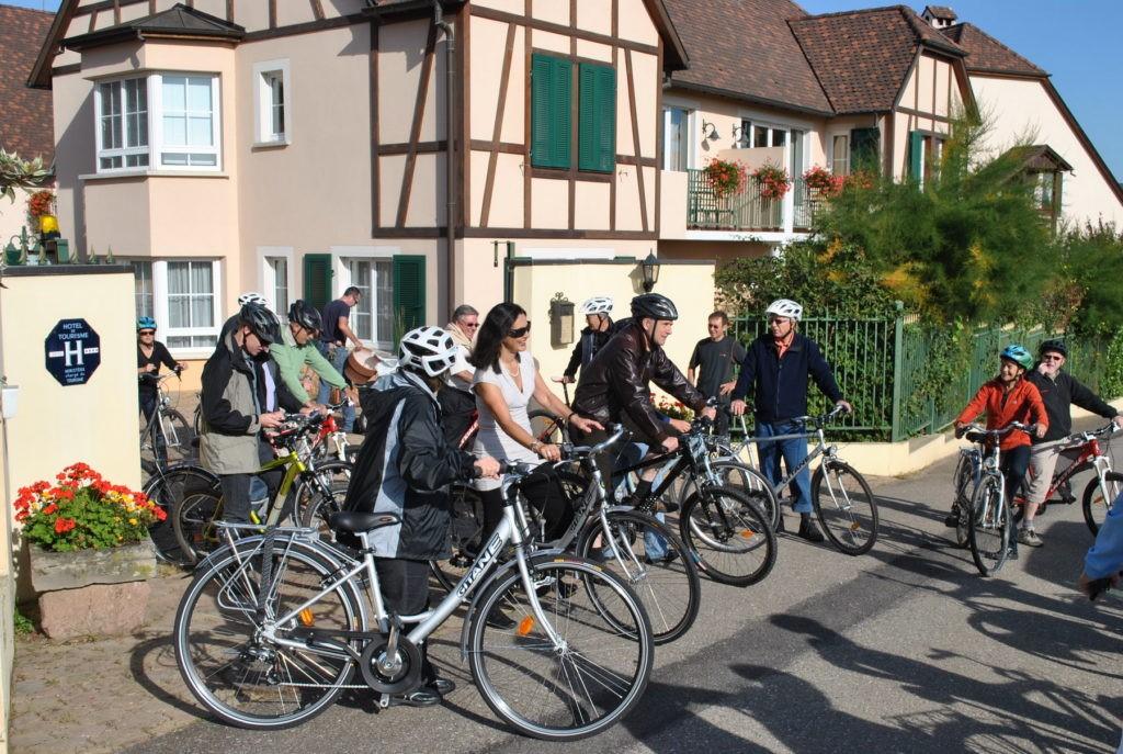 Gruppe mit dem Velo im Elsass unterwegs