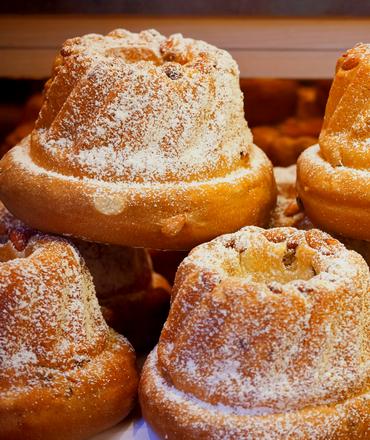 Weindorf im Elsass mit Kirche
