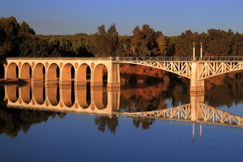 """""""Semetry"""" - Pantano de Cubillas, Granada - B04446"""